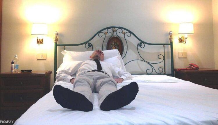النوم بالجوارب
